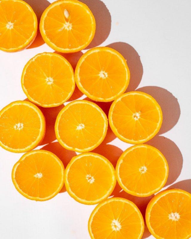 VITAMINA C (Ácido Ascórbico) PROXIMAMENTE PRODUCTO NUEVO!  DATA: La naranja no sólo nos aporta vitamina C, además es rica en fibra, agua, hidratos de carbono y minerales esenciales para el buen funcionamiento del organismo 🍊🍊🍊🍊