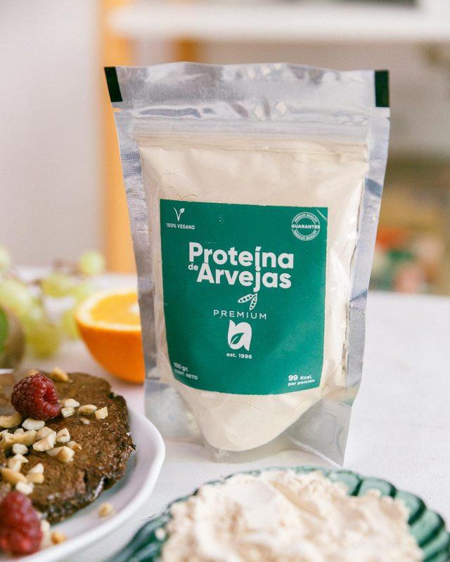 Si sos alérgico o sensible al gluten de los productos lácteos, y estás buscando una proteína vegetal sana, esta proteína es una gran opción.  🌿Utilizado por veganos, vegetarianos, celíacos, intolerantes a la lactosa, diabéticos. 🌿Fuente rica de aminoácidos y Arginina, la proteína con mejor valor nutricional del mercado. 🌿fácil de absorber y digerir. 🌿Es hipoalergénico. 🌿Bajo en grasas y carbohidratos. 🌿Se puede añadir a sopas, cereales, jugos, lácteos y frutas. 🌿Elevada concentración proteica (alrededor de 90%). 🌿Sabor muy suave y agradable.