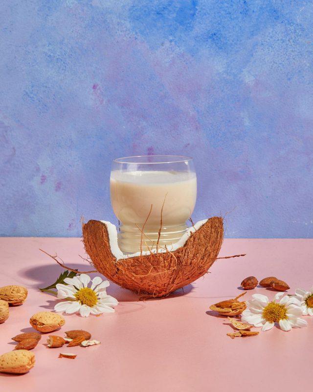 Batido de PROTEÍNA DE VAINILLA y leche de coco 🥥   🥛 Utilizá nuestra proteína vegetal en tus colaciones!  NUEVO PRODUCTO NUEVOS ALIMENTOS 😍
